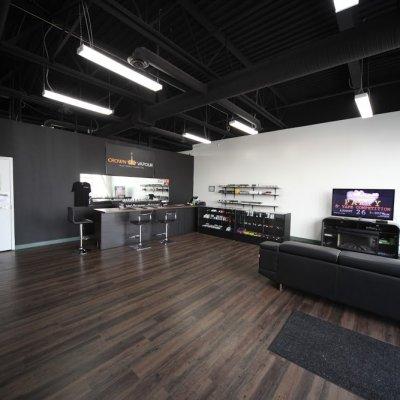 Obchod s elektronikou Negozio Edmonton Crown Vapour Vape Shop