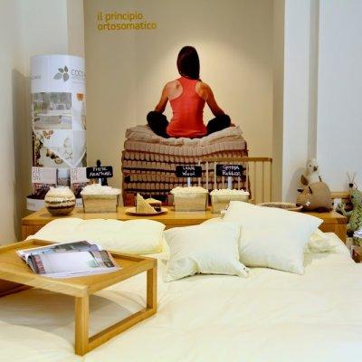 Immobiliare negozio di mobili negozio di articoli per la for Articoli per la casa milano